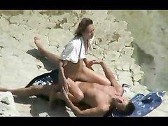 Туристка на пляже трахается с незнакомцем, а скрытая камера снимает секс