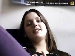 Глубокая глотка молодой домохозяйки жёстко трахнута в домашнем видео