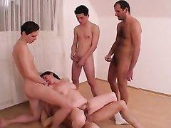 Русское групповое порно со зрелой нимфоманкой с аналом и двойным проникновением