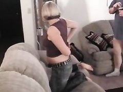 Жирная блондинка шалит с секс игрушкой и трахается со зрелым любовником