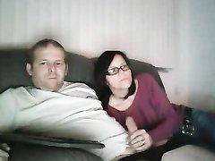 На видео домашняя мастурбация члена толстого супруга от заботливой жены
