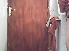 Арабская толстуха в любительском видео пальчиками делает анальную мастурбацию