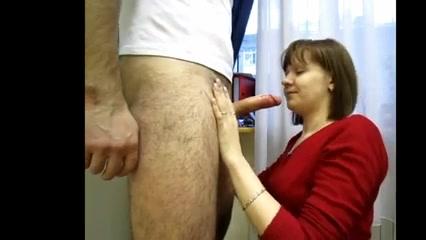 Женщина сосёт член студенту любительское фото 193-634