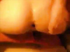 Любительское анальное видео с фигурной брюнеткой с окончанием в круглую попку