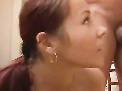 Рыжая студентка в домашнем анальном порно трахается не только в узкую попу