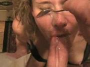 Женщину за хороший минет в любительском порно с ложечки кормят спермой