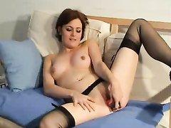 Видео с домашней мастурбацией от сладкой брюнетки в чулочках, купившей дилдо