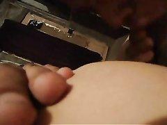 Латинка с широкой попой и большими сиськами в любительском видео отсасывает от первого лица