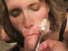 Зрелую шалаву в домашнем порно жёстко трахают в рот и кормят спермой с ложки