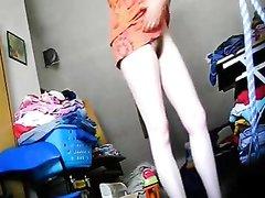 Зрелую домохозяйку с обвисшими сиськами сняли на видео во время переодевания