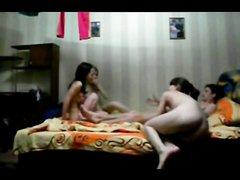Любительский групповой секс студентов в постели снят скрытой камерой