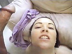 Анальное видео с молодой домохозяйкой, смазавшей упругую попу маслом