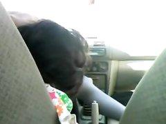 Худая авто леди в интимном видео оседлала киской рукоятку переключения скоростей