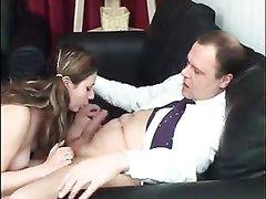 Молодая студентка только после куни согласилась на любительский секс со зрелым парнем