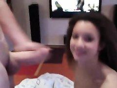 Молодая фея шалит с членом приятеля онлайн на вебкамеру и суёт в киску игрушку