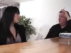 Французская сладкая пышка встретилась со зрелым перцем для домашнего анального секса