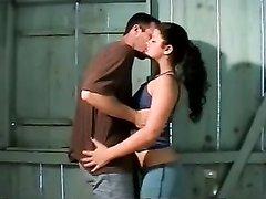 У зрелой бразильянки мокрая киска провоцирует желание орального секса