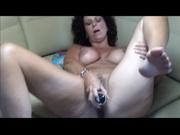 Зрелая британка с большими сиськами в домашнем видео дрочит и трахает киску