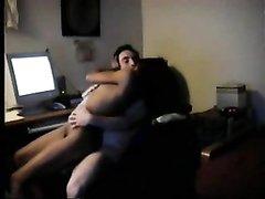 Молодая пара любовников зашла в интернете на порно сайт и активно трахается