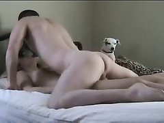 Вебкамера утром ранним снимает домашний секс молодой парочки в постели