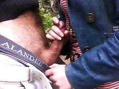 Пикапер с толстым членом предложил в парке незнакомке дрочить член для видео