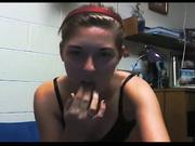 Онлайн домашняя мастурбация красотки с маленькими сиськами на вебкамеру