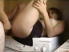 Жена дрочит киску в ванной и просит у мужа домашний секс для удовлетворения