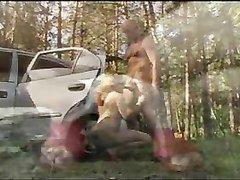 Лысый водитель для любительского секса в машине привёз русскую даму на природу