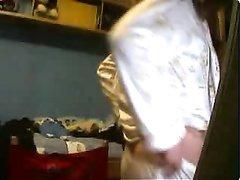 Молодуха онлайн показывает красивые сиськи и киску незнакомцу по вебкамере