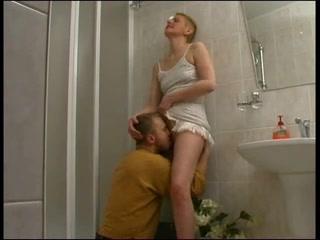 Русская зрелая фея не против любительского секса, но просит сделать римминг