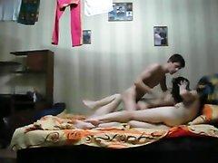Русские свингеры встретились для группового любительского секса в одной постели