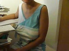 Итальянка для домашнего видео показывает большие натуральные сиськи