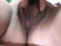 Кореянка с секс игрушкой дрочит мокрую и волосатую киску крупным планом