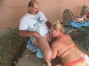 Домашнее порно зрелой пары состоит из минета от зрелой и жирной блондинки