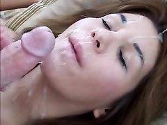 Горячее домашнее видео с окончанием на лицо и в рот красивой развратницы