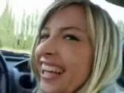 Блондинка предложила водителю минет в любительском видео вместо денег