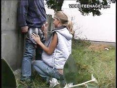 Блондинка сняла трусики на улице и подцепила прохожего для орального секса