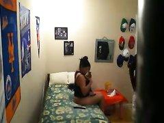 Скрытая камера снимает любительский секс домохозяйки и молодого студента