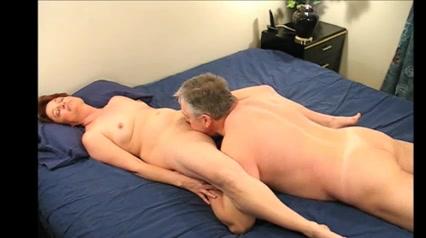 домашнее порно зрелых муж лижет