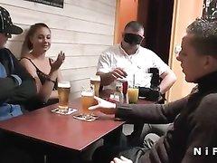 Молодая француженка за кружку пива снялась в любительском анальном порно