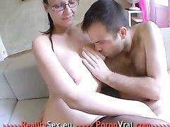 Зрелая француженка в чулках жаждет домашнего секса с окончанием в ротик