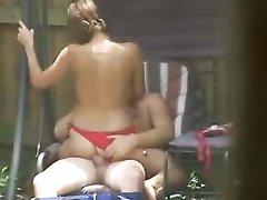 Дачник вызвал шлюху в купальнике для съёмки любительского видео с минетом и классикой