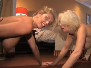Зрелые блондинки в групповом порно