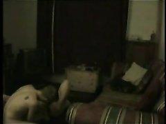 Любительское порно пары записала скрытая камера в уютной спальной комнате