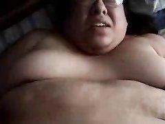 Необъятная толстуха в очках встретила нежного принца для домашнего секса