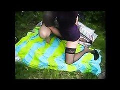 Зрелая дама пригласила парня на пикник для любительского секса с фейсстингом