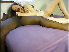 Зрелая жена попросила мужа привести негра для любительского межрассового секса