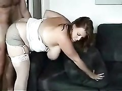 Полная красотка с большими сиськами дождалась любительского секса с окончанием внутрь