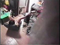 Скрытая камера сняла случайно домашнее порно с мастурбирующей домохозяйкой