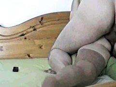 Домашнее анальное порно с участием французской супружеской пары в постели